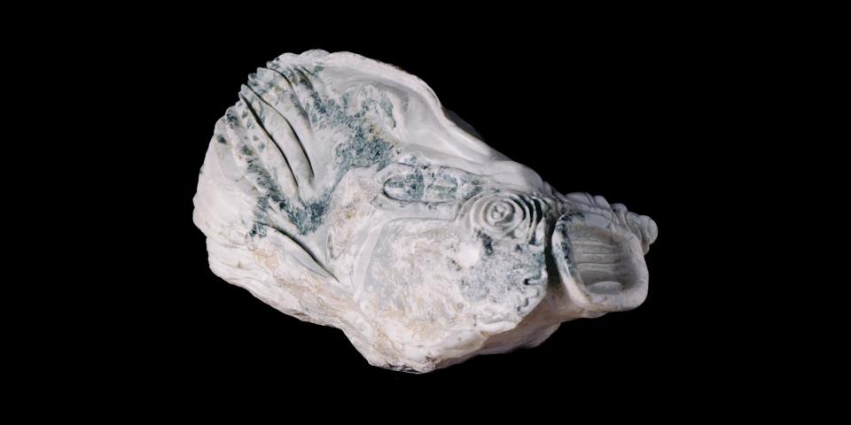"""Imagem mostra obra """"Peixe Mar"""", em Mármore, de Paulo Aguinsky. Homenageado de Honra no """"Salon Violet"""", Paris, 1999."""